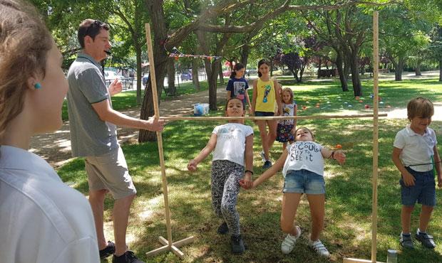 Pasándolo bien en campamento urbano en inglés en Rivas English Learning Academy