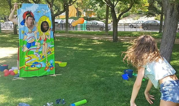 Niños divirtiéndose en campamento urbano en Rivas en Ingles